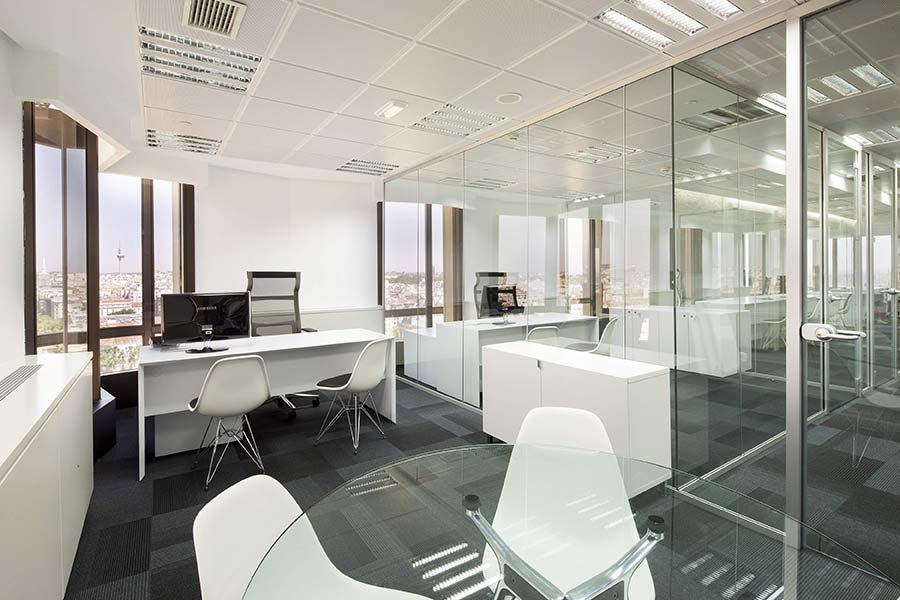 Ufficio con arredi di design